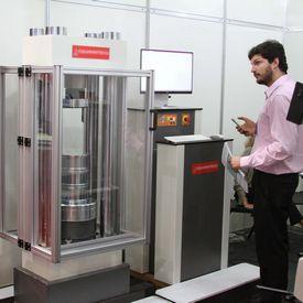Manutenção de máquinas de ensaio